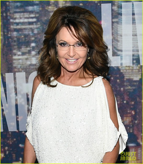sarah-palin-shows-some-skin-in-short-dress-at-snl-40-05