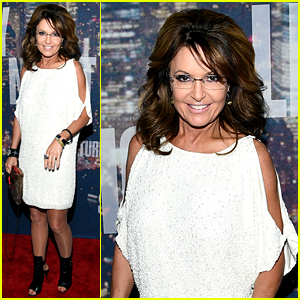 sarah-palin-shows-some-skin-in-short-dress-at-snl-40